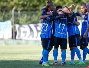 Jogadores do Grêmio comemoram contra o Cruzeiro-RS