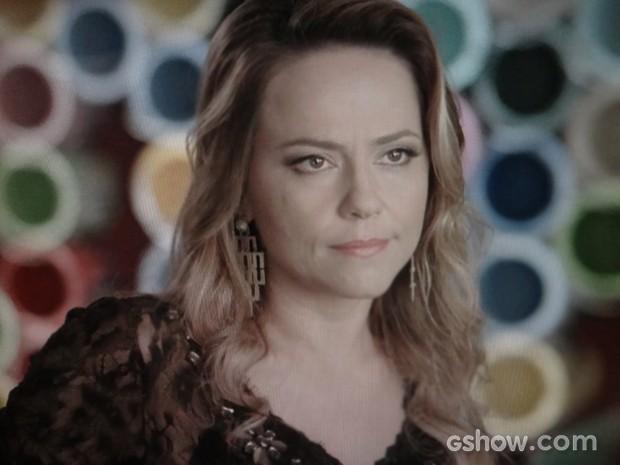 Shirley conta para Helena que sempre foi amante de Laerte (Foto: Em Família/TV Globo)
