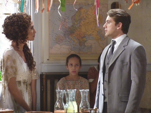 Isabel manda Albertinho ir embora (Foto: Lado a Lado/TV Globo)