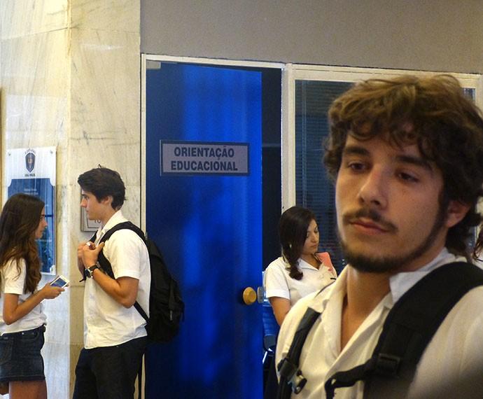 Luan se incomoda ao ver Ludrigo no colégio (Foto: Gshow)