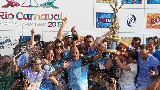 Vila Isabel celebra vitória no Carnaval 2013 no Rio (Wilton Junior/Estadão Conteúdo)