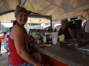 A curitibana Daniele aprovou a receita paraense (Foto: Luana Laboissiere/ G1)