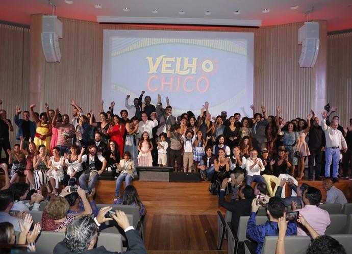 Elenco e equipe comemoram o 'start' de 'Velho Chico' em festa de lançamento (Foto: Fábio Rocha/ Gshow)