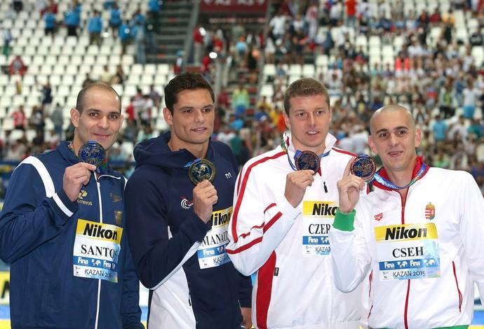Nicholas Santos, medalhista de prata, ao lado do campeão Florence Manaudou e de outros atletas no pódio dos 50m borboleta do Mundial de Kazan na Rússia (Foto: Sátiro Sodré/SSPress)