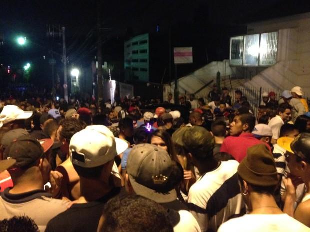 Pancadão rola durante a madrugada de carnaval na Vila Madalena (Foto: Glauco Araújo/G1)