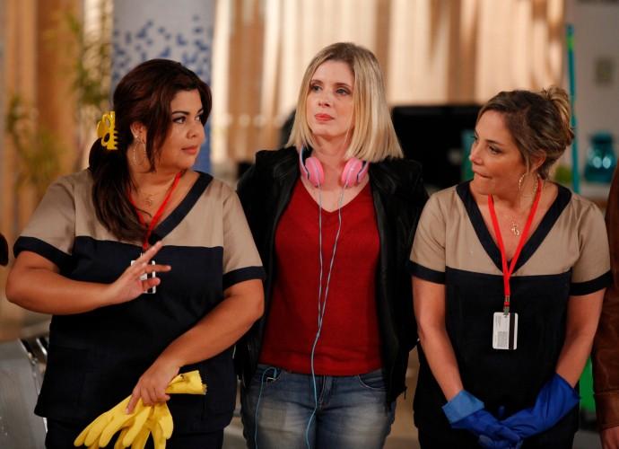 Fabiana Karla, Daniele Valente e Heloísa Périssé em Tomara que Caia (Foto: Artur Meninea/Gshow)
