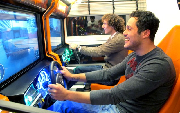 Julio Cesar e David Luiz jogo video game (Foto: Márcio Iannacca)