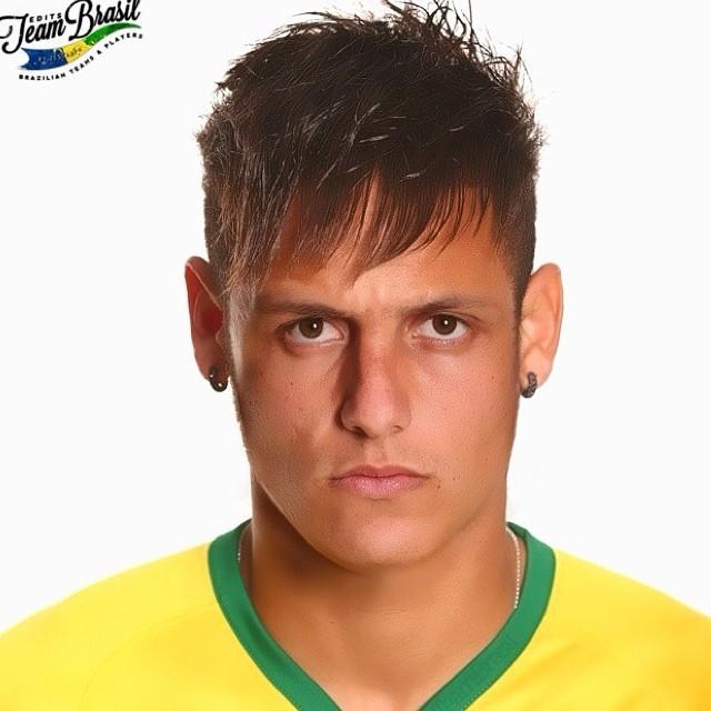 Neymar Daniel Alves Confira Os Boleiros Que Entraram: David Luiz Brinca Com Montagem De Seu Rosto E Cabelo De