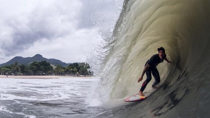 Gabriel Medina treina em Maresias (Foto: Rafael Moura/GLOBOESPORTE.COM)