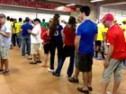 Primeiro jogo da Copa em Brasília tem protesto, filas, queixas e festa