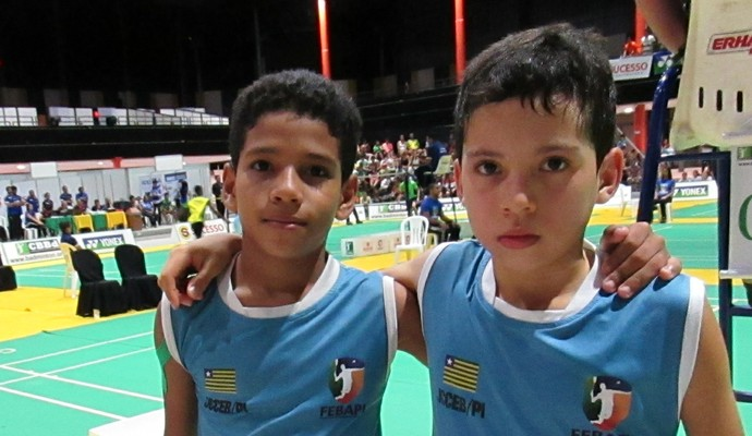 Thiago Mozer e Moisés Lima, rivais e companheiros de treinos (Foto: Emanuele Madeira/GLOBOESPORTE.COM)