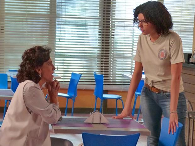 Scarlett conversa com Adriana sobre segredo relacionado à Laura (Foto: Gabriela Bispo/ Gshow)