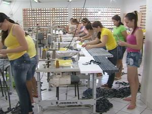 90% da população da cidade trabalha no setor têxtil. (Foto: Reprodução/TV Asa Branca)