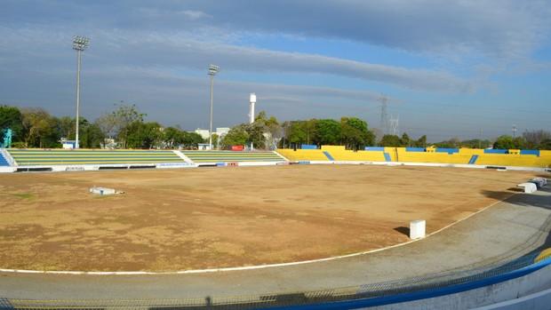 Andamento da reforma do estádio Martins Pereira, em agosto (Foto: Danilo Sardinha/Globoesporte.com)