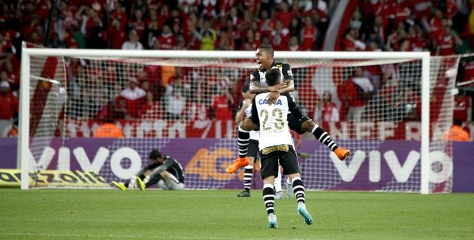 Malcom vibra com gol no Beira-Rio (Foto: Wesley Santos / Agência Press Digital)