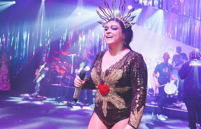 Preta Gil no palco do Baile da Vogue (Foto: Alexandre Virgílio)