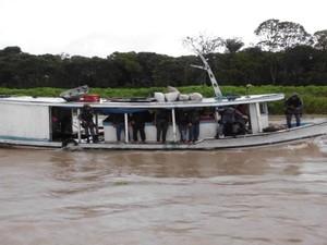 Embarcação onde suspeitos foram detidos no Amazonas (Foto: Divulgação/Polícia Militar)