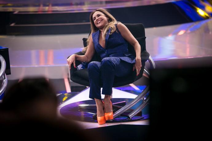 Daniela cai na gargalhada no intervalo (Foto: Isabella Pinheiro/Gshow)