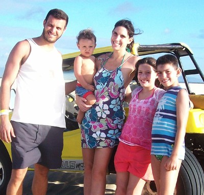 Maria Ângela (no centro) com os três filhos e o atual marido (Foto: arquivo pessoal)