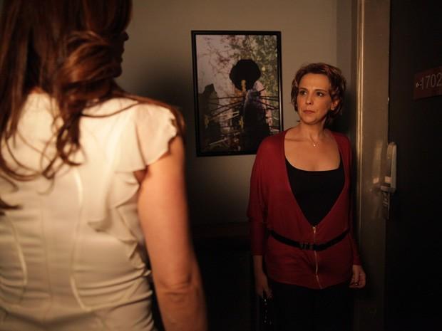 Rachel acha que Lívia está tendo um caso com Élcio (Foto: Salve Jorge/TV Globo)