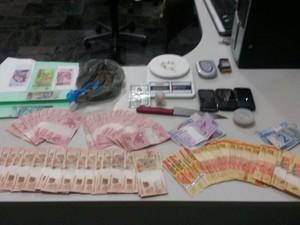 Material encontrado com dupla foi apreendido (Foto: Polícia Militar/Divulgação)