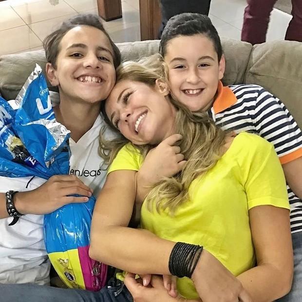 Paolla Oliveira com a família (Foto: Reprodução/Instagram)