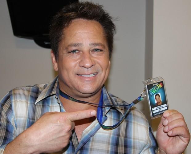 Leonardo mostra o crachá que ganhou: Sócio do Domingão (Foto: Domingão do Faustão / TV Globo)