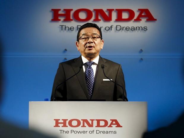 Presidente-executivo da Honda, Takahiro Hachigo, em entrevista nesta quarta (24) (Foto: Thomas Peter/Reuters)