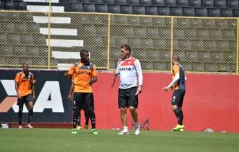 Mancini monta time titular e volta a testar Alípio em treino no Barradão