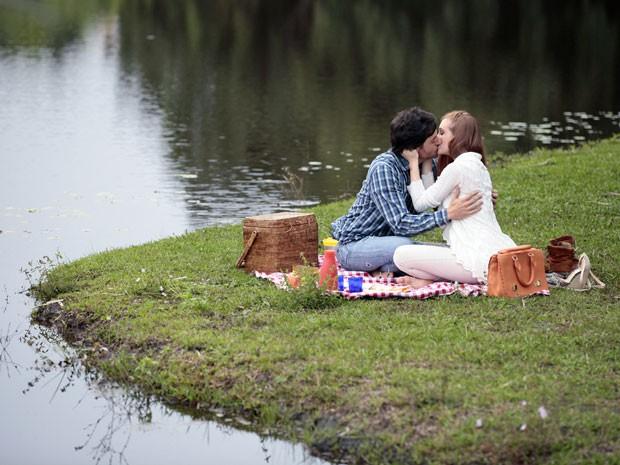 Momentos tão românticos... Será que Thales não sente nada por ela? (Foto: Amor à Vida/TV Globo)
