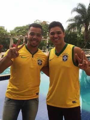 Thalles Lira e Paulo Roberto, irmãos de Wendell Lira (Foto: Guilherme Gonçalves/GloboEsporte.com)