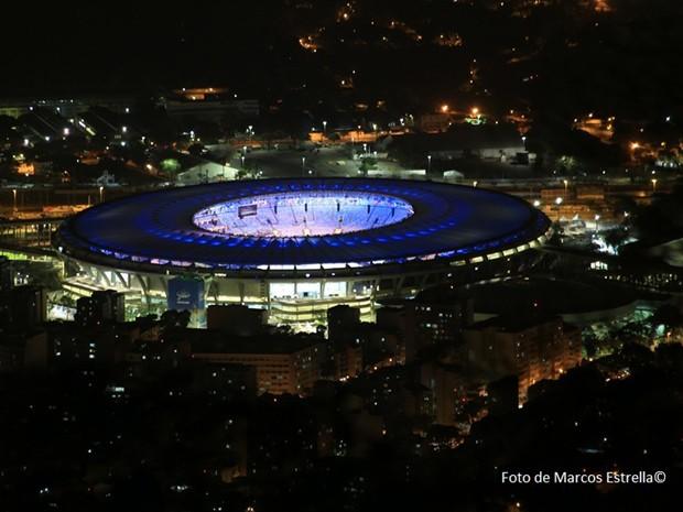 Maracanã iluminado em preparativos para a cerimônia de abertura, nesta sexta-feira (5) (Foto: Marcos Estrella/Globo)