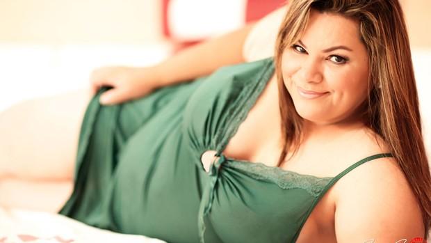 Fotógrafo se especializa em ensaios sensuais para gordinhas, em Rio Verde, Goiás (Foto: Divulgação/Iwata Jr)