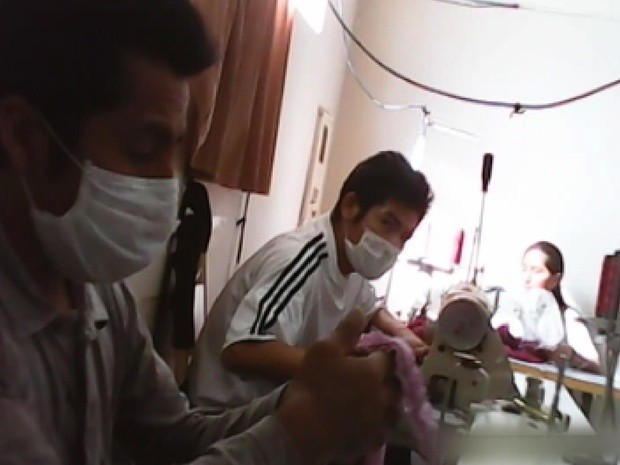 Bolivianos trabalham ilegalmente em fábrica de confecções em Bady Bassitt (Foto: Reprodução / TV Tem)
