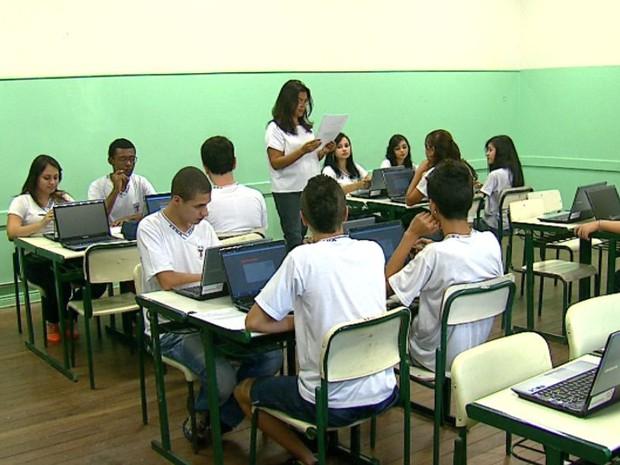A tecnologia que invadiu a sala de aula tira o medo que algumas matérias causam nos alunos (Foto: Adriano Ferreira/EPTV)
