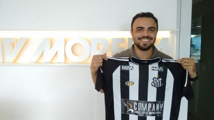Vitor ganhou camisa do Operário (Foto: Reprodução/TV Morena)