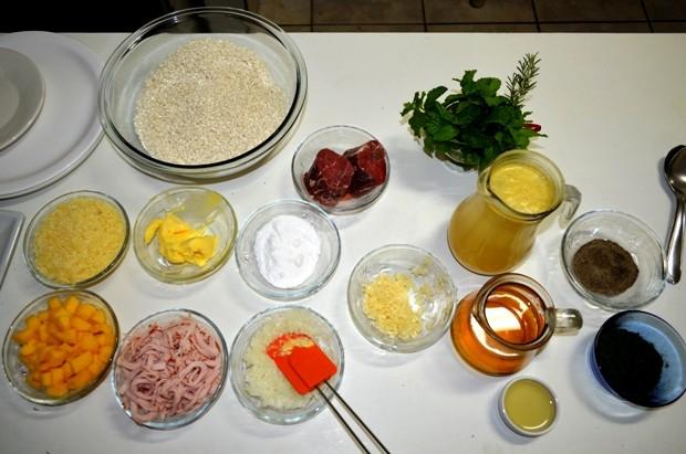 Ingredientes do risoto tem alho, cebola, manteiga, queijo e vinho (Foto: Flávio Godoi/G1)