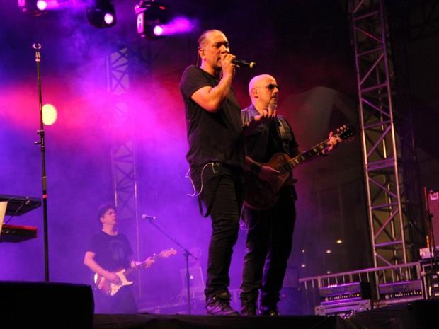 Bruno Gouvei e Sheik integiram com público  (Foto: Suelen Gonçalves/G1 AM)