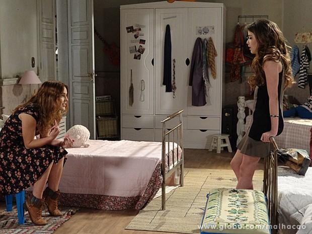 Anita tenta alertar Flaviana, mas a garota não acredita nela (Foto: Malhação / TV Globo)