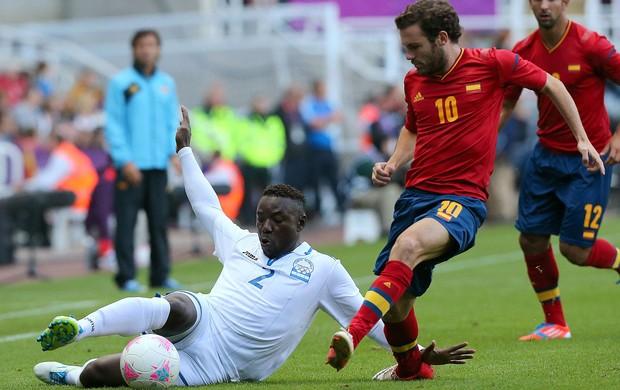 Juan Mata e Wilmer Crisanto, Espanha x Honduras (Foto: Agência AFP)