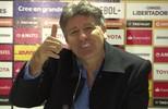 Renato Gaúcho discute com repórter que falava ao telefone