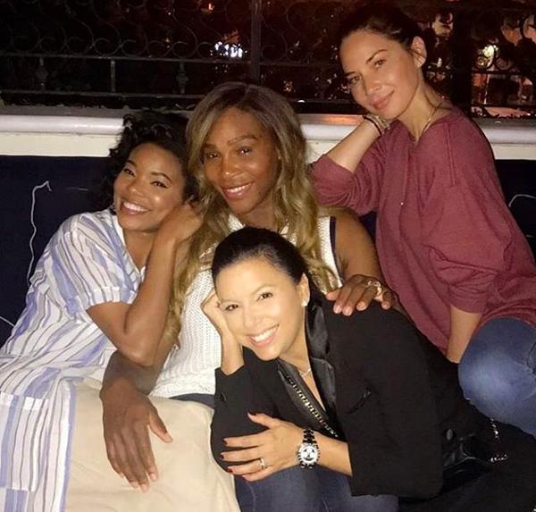 A atriz Eva Longoria, grávida, com as amigas Serena Williams, Olivia Munn e Gabrielle Union (Foto: Instagram)