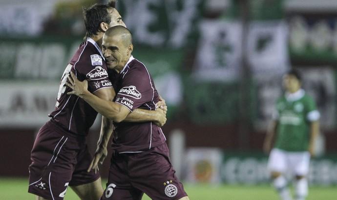 Maximiliano Velazquez comemora, Lanus x Deportivo Cali (Foto: EFE)