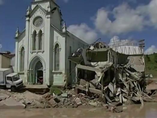 Igreja destruída em por enchente Palmares (Foto: Reprodução/ TV Asa Branca)