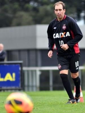 Paulo Baier, meia do Atlético-PR, no CT do Caju (Foto: Site oficial do Atlético-PR/Gustavo Oliveira)