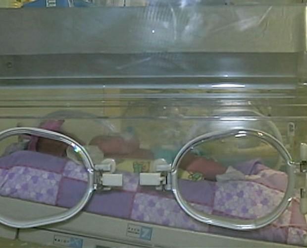 Bebê encontrado em estacionamento ainda precisa de atenção especial  (Foto: Mais Você / TV Globo)
