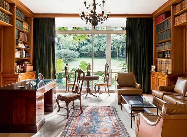 De quase todos os ambientes da casa, projetada por Oswaldo Arthur Bratke, em 1950, é possível avistar o belo jardim (Foto: Ilana Bar/Editora Globo)