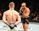 """Alvarez admite má atuação diante de McGregor: """"Eu fiz uma luta estúpida"""""""
