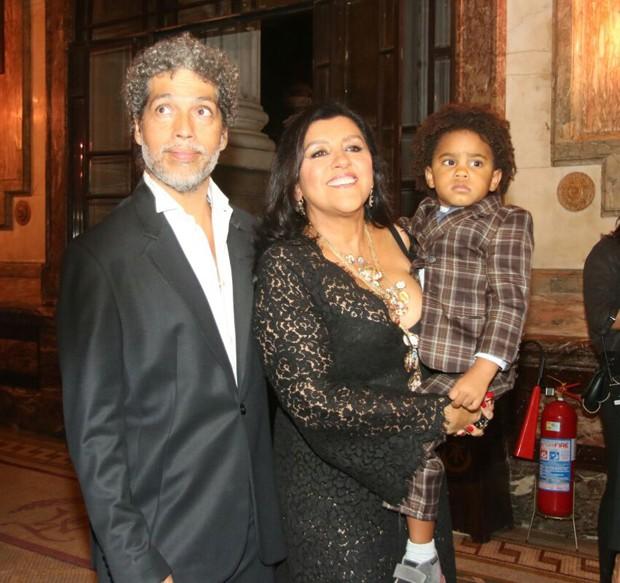 Regina Casé com Estêvão Ciavatta e  o filho, Roque (Foto: Anderson Borde/AgNews)