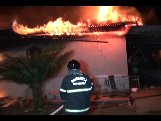 Perícia deve apontar as causas do incêndio (Foto: Balanço Notícias/Reprodução)